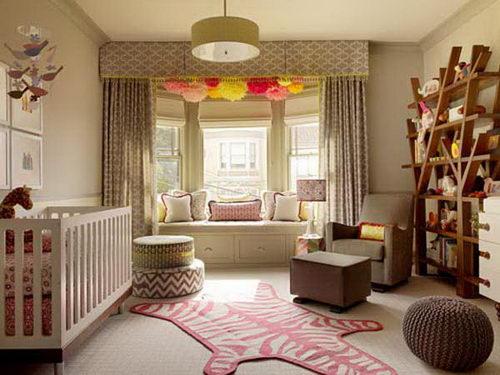 Окно с эркером в интерьере детской комнаты