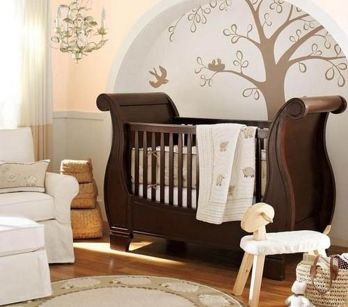 Коричневая мебель для новорожденного в интерьере