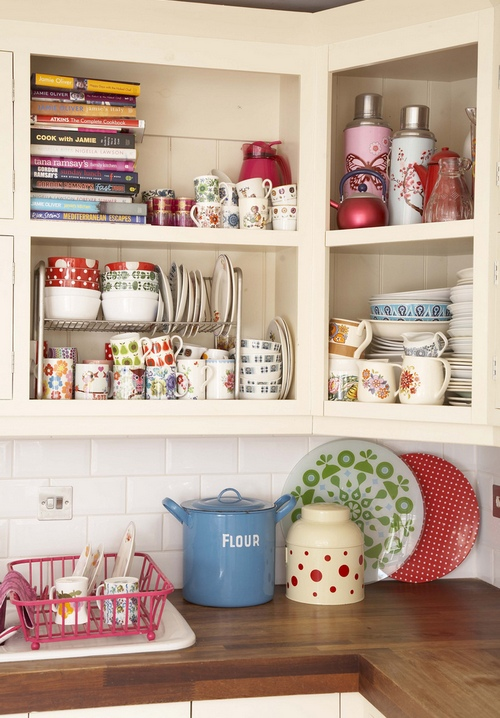 Угловые полки для кухни в интерьере фото