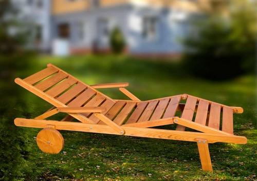 Кресло-шезлонг для дачи деревянный
