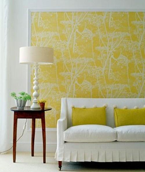 Желтые стены в интерьере прихожей