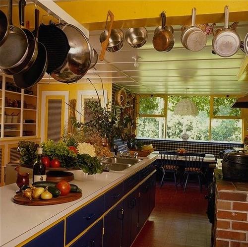 Потолочные балки в интерьере кухни