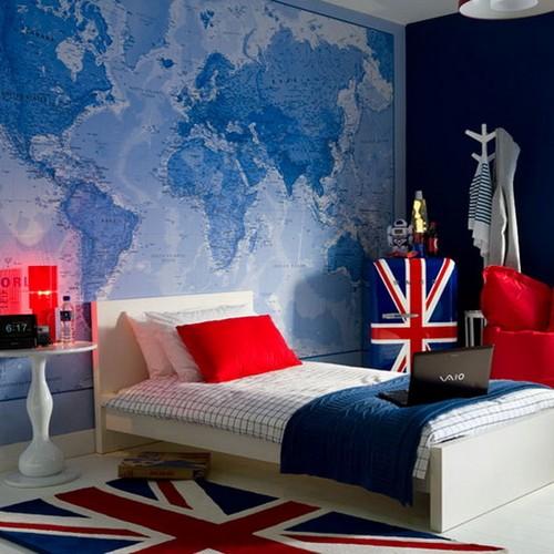 Карта мира в интерьере спальни фото