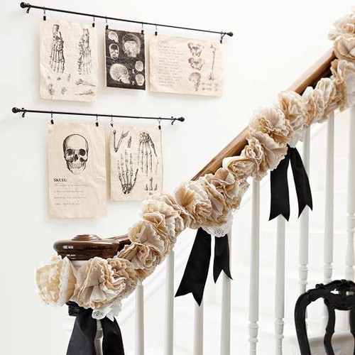 Декорирование лестницы в доме на Halloween