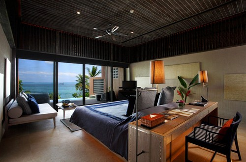 Мужской стиль интерьера, комната с видом на море