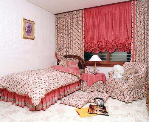 Австрийские шторы в спальне