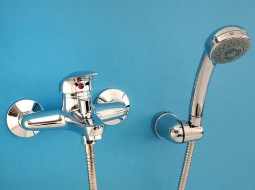 Настенный смеситель в ванную фото