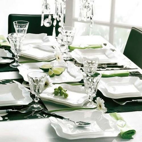 Сервировка стола на Новый год 2013 в бело-зеленом цвете