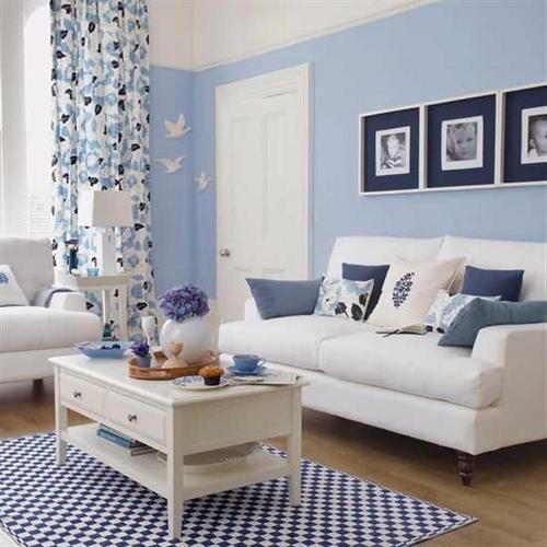 Бело-голубой интерьер гостиной фото