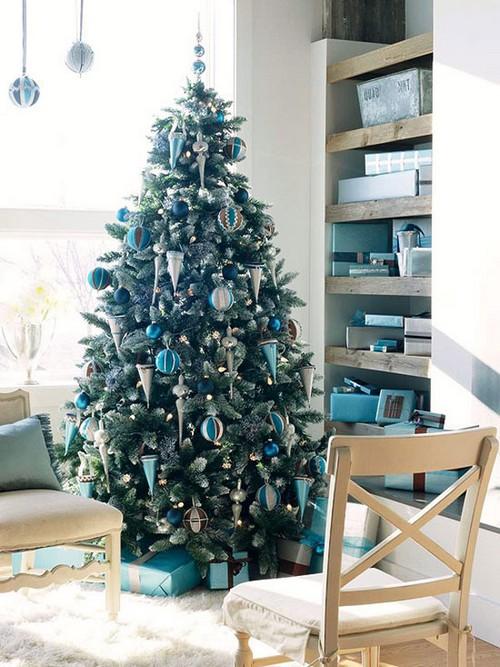 Украшение новогодней елки в квартире