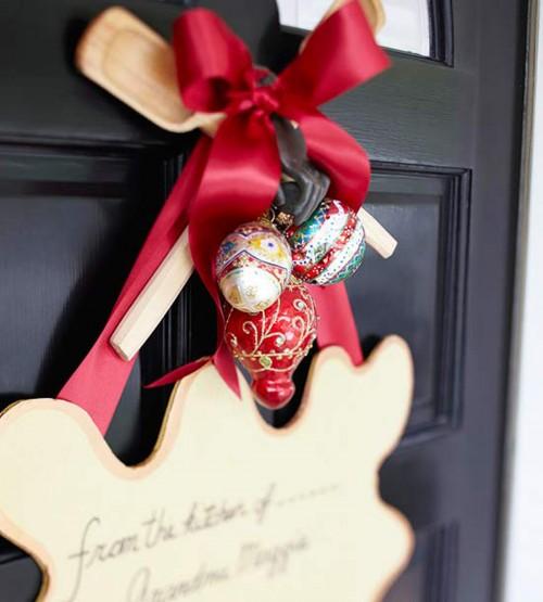 Новогоднее украшение для входной двери