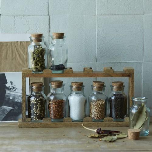 Набор баночек для специй на деревянной подставке