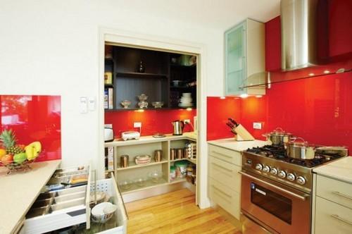 Яркие стеклянные кухонные скинали