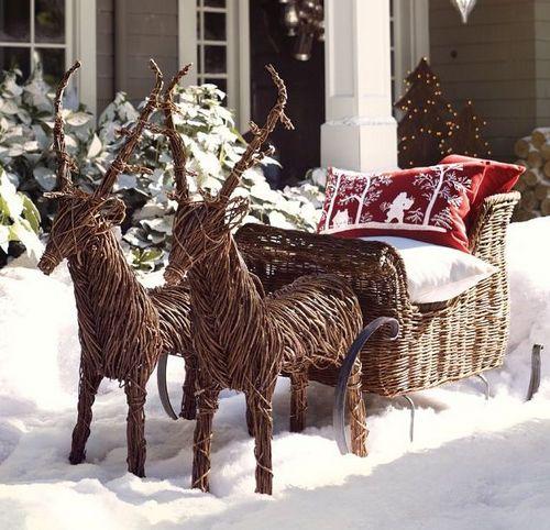 Зимнее украшение двора