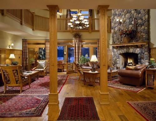Красивая антикварная мебель в интерьере