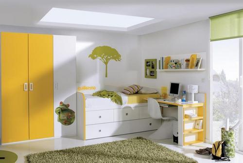 Детская кровать со шкафом и столом