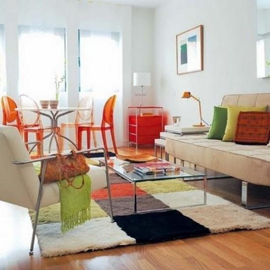 Цветной ковер в интерьере гостиной фото