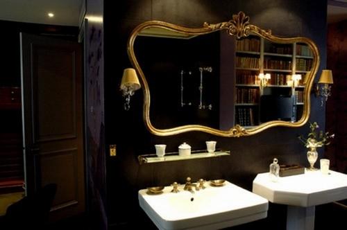 Ванная комната черная с золотом в стиле барокко