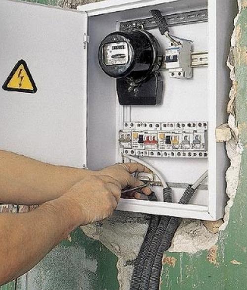 ...установка выключателей, розеток, светильников, перенос счетчиков, подключение к электричеству бытовой техники.