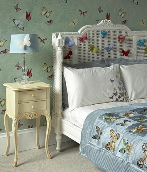Украшение интерьера спальни бабочками