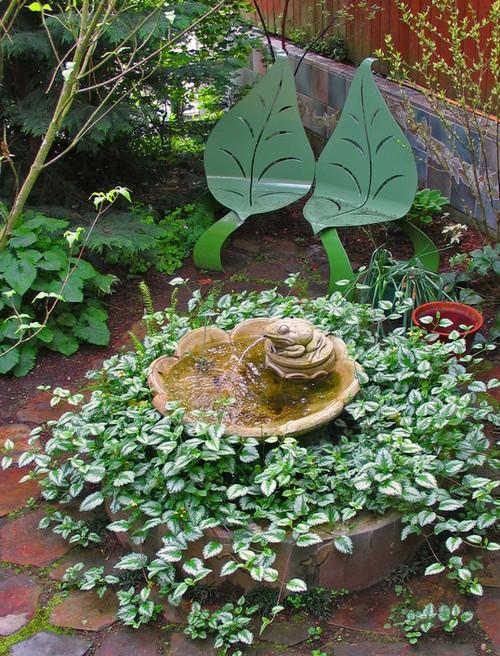 Красивый фонтан на дачном участке