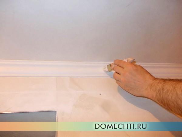 правильная покраска потолка начинается с багетов