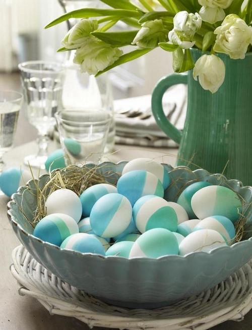 Пасхальные композиции с яйцами и цветами