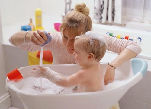 Безопасность ребенка в ванной фото