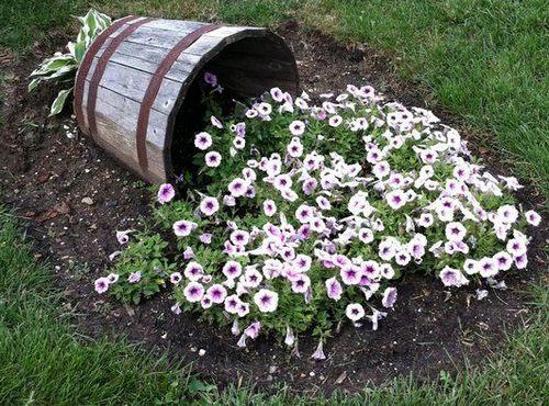 Кадка с цветами - ручей цветов