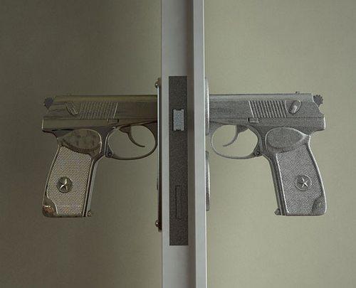 Дверная ручка-пистолет