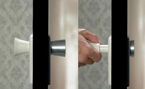 Дверная ручка, которая прячется