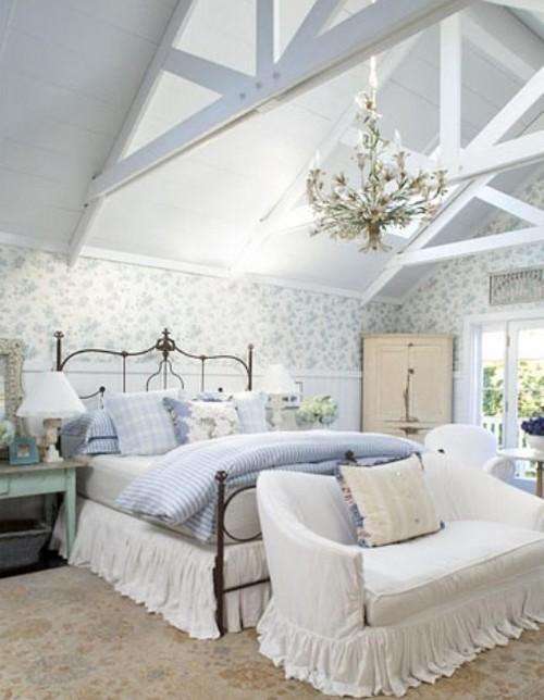 Хрустальные люстры в интерьере спальни