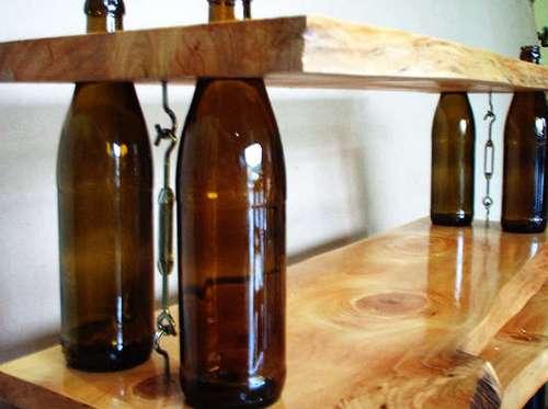 Полка из бутылок и дерева