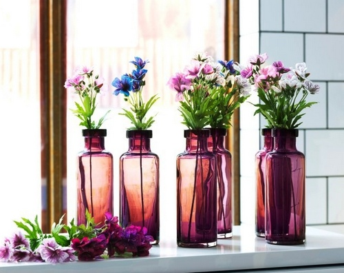 Простая ваза из стеклянной бутылки