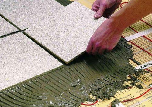 Как применять клей для плитки