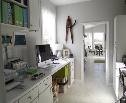 Рабочее место в коридоре фото