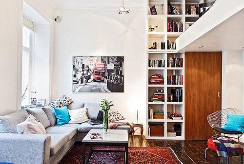 Рабочее место в квартире с высокими потолками