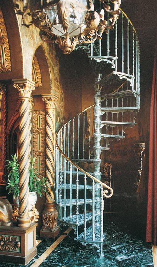 Старинные винтовые лестницы фото