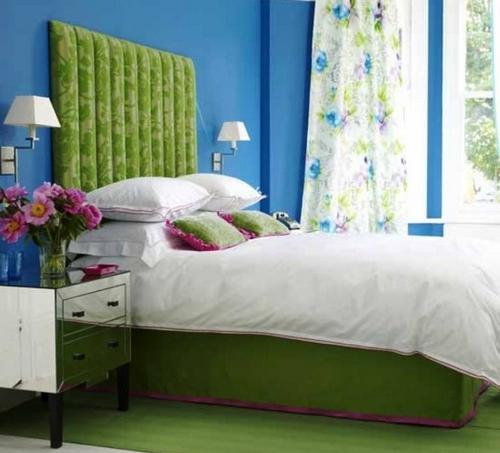 Зеленая кровать с мягким изголовьем фото