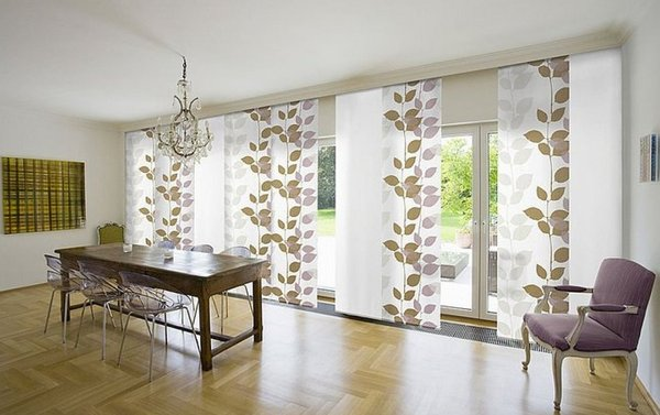 Как оформить большое окно в доме
