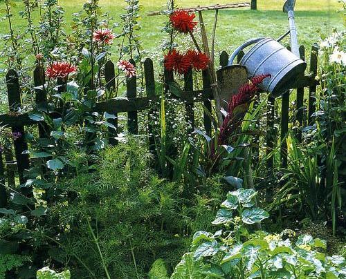 Деревянный забор в сельском стиле