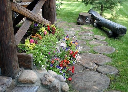 Садовые дорожки и клумбы в деревенском стиле