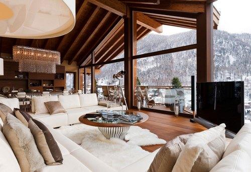 Дом в горах с панорамными окнами