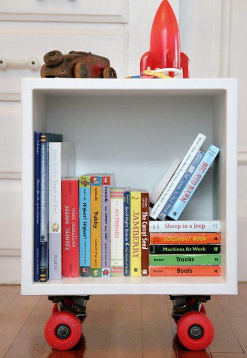 Ящик для детских вещей на колесиках