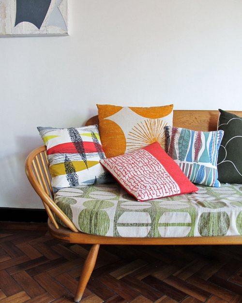 Мягкие диванные подушки