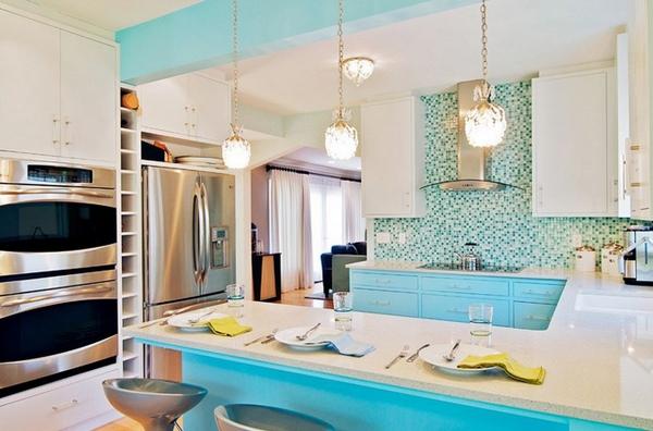 Кухня бело-бирюзового цвета фото