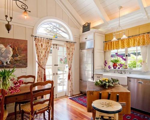 Кухня в доме в деревенском стиле