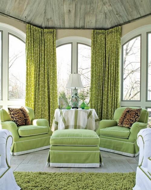 Фисташковый цвет в интерьере гостиной