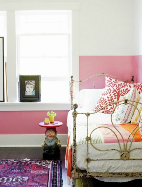 Яркий прикроватный коврик с орнаментом