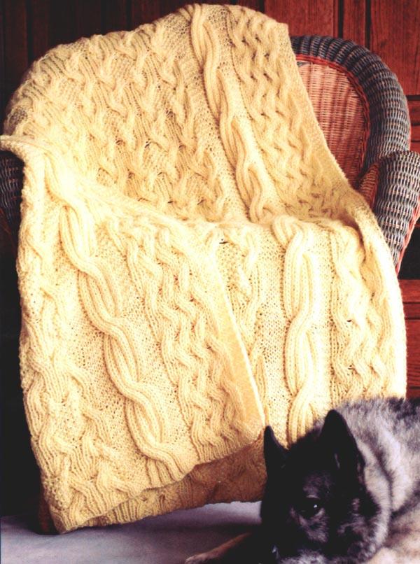 Теплый вязаный плед для дома фото